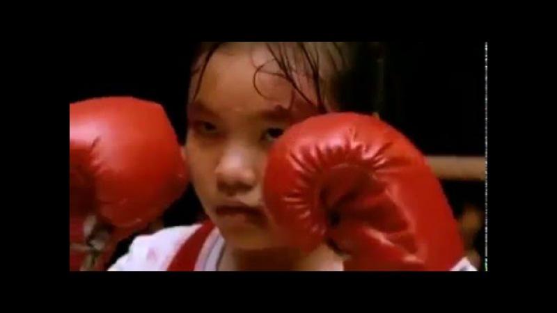 13-летняя девочка против взрослого бойца муай-тай. Тяжелый бой. Впечатлительным не смотреть!