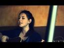 ►Очень красивая девушка поет и играет на гитаре