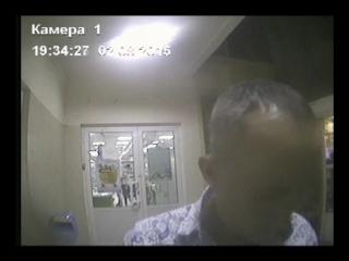 Неопознанный мужчина у банкомата