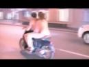 Голые девушка и парень едут на мотоцикле по улице