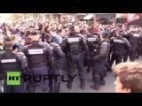 Франция: Драки сломал, как протестующие про-беженцев вызов демо запрет в Париже.