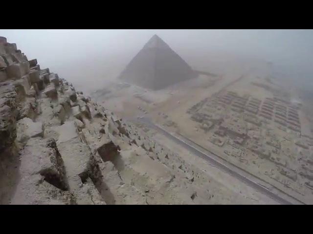 Trotz Verbot 18 Jähriger aus München besteigt Cheops Pyramide und liefert beeindruckende Aufnahmen