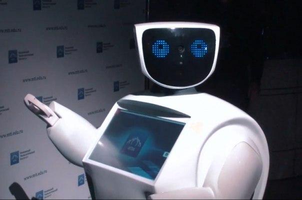 Робот с искусственным интеллектом проводит экскурсии в Москве