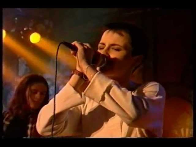 The Cranberries Dreams Linger (cut) 1993 (Early footage)