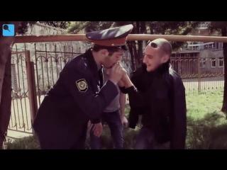 Товарищ полицейский на работе.