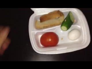 Сотрудники полиции отсняли ролик о том как кормят офицеров