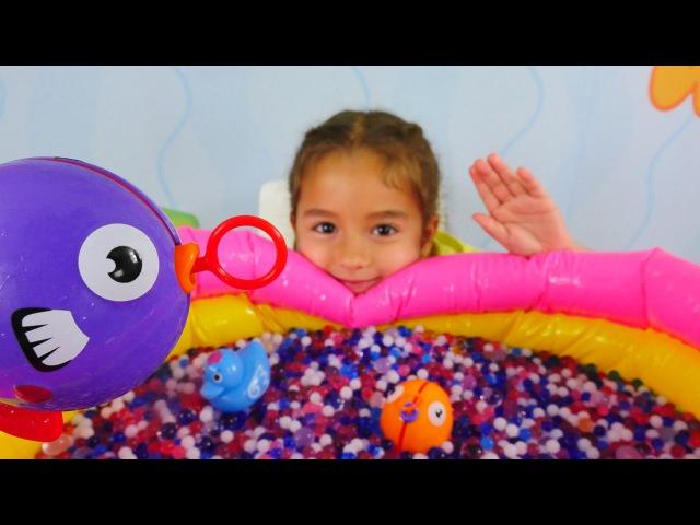 Balık tutma oyunu! Su oyuncakları. Orbeez Suda şişen boncuklar havuzu! Okul öncesi etkinlikleri