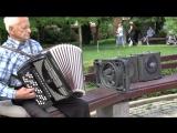 Необычные уличные музыканты в Донецке.