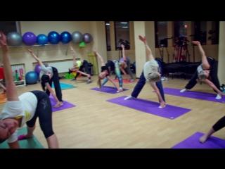 Стретчинг. Тренировка в фитнес клубе Сафари