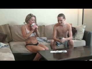 мама проиграла в карты секс сыну видео