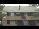 Прыжок велосипедиста с крыши