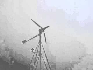 ветрогенератор в 24 х вольтовом режиме. ветрогенератор в 24 х вольтовом режиме, позже поменял угол атаки лопастей и как раз усилился ветер максимальная мощность была зафиксирована ваттметром 550 ватт. Могу изготовить балластный контроллер заряда для ветро