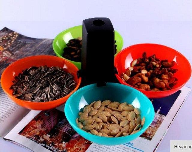 Шар раскладывается на 4 тарелочки на подставке Подойдут для снеков закусок ягод и орехов