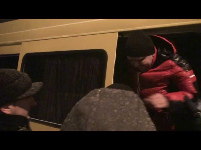 Автомайдан та кияни затримали 3 спрінтера тітух з Кривого Рогу біля Родіна Мать 2...