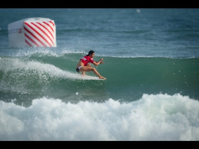 Kassia Meador - Catch the Moment (www.surf-devil.com)