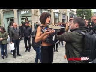 Performance by Milo Moiré: Потрогай мои сиськи (Düsseldorf, London, Amsterdam 2016)