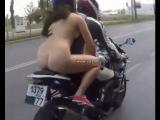 Голая девушка на мотоцикле 300 км/ч