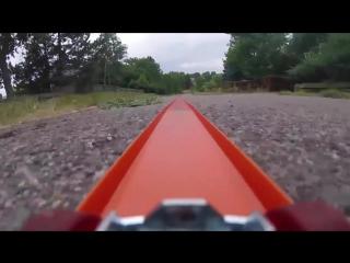 Путешествие игрушечной машинки с прикреплённой к ней GoPro