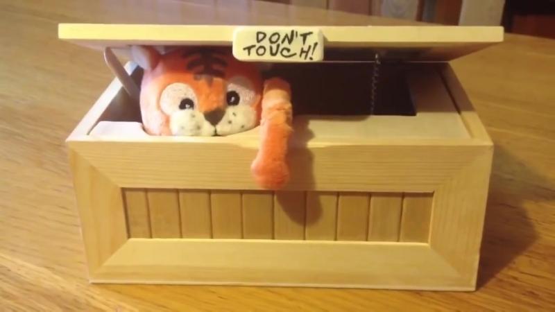 Посылка с Китая- Самая бесполезная коробка в мире-Смешная игрушка оставь меня в покое - URoboBox