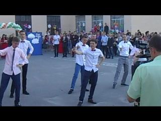 мальчики-зайчики танцуют