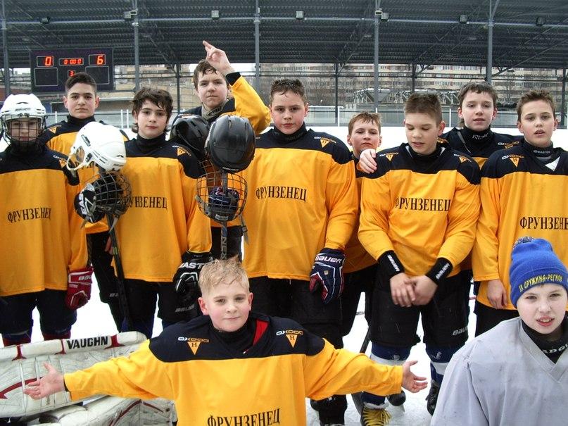 Фрагмент игры юных хоккеистов СПб на приз турнира «Золотая шайба 2016»