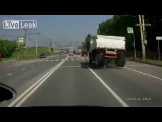 LiveLeak com Drive it till the Wheels Fall Off сжигать мосты по русски