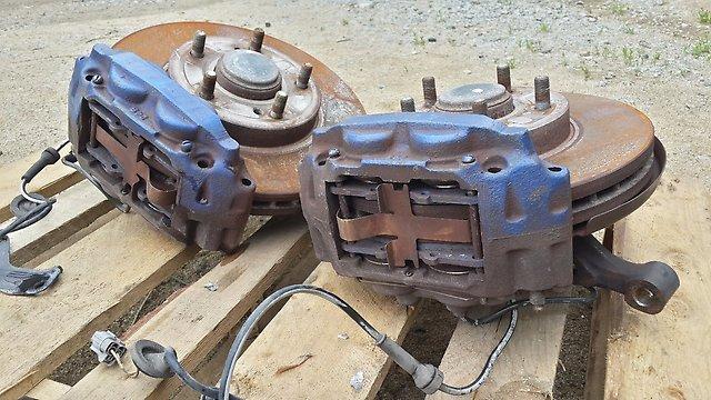 Cтупицы пара Silvia S14/S15, в сборе c турбо тормозами Колодки высоко температурные Project