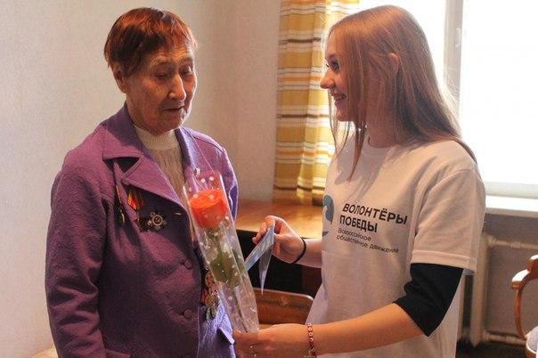 Волонтеры Победы поздравили женщин-ветеранов с 8 Марта