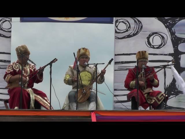 Алтайское горловое пение на Тун пайрам 2016. Фольклорный ансамбль Учар. Мирген Тельденов.