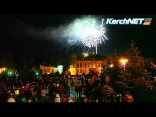 Керчь: салют в финале факельного шествия