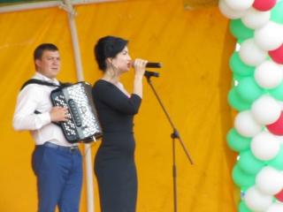 Ильсия Бадретдинова - Эбиеннэр кыз чакта (Сабантуй в Мамадыше 04.06.16)