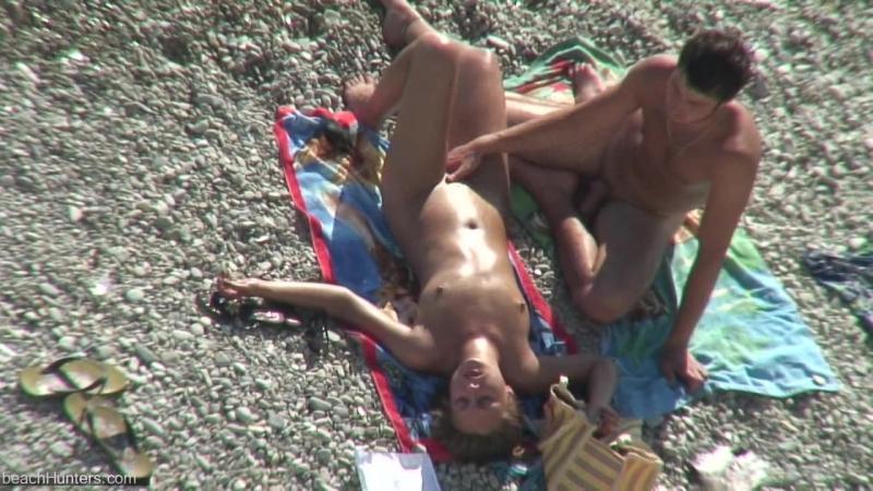Дрочат на на нудистском пляже