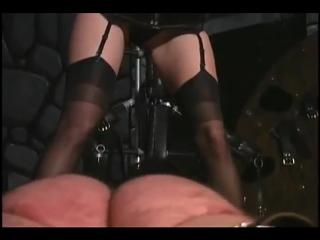 chleni-ebli-femdom-porka-muzhchin-zhenshinami-video-rekordi