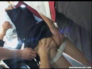 Упёрся членом в пилотку