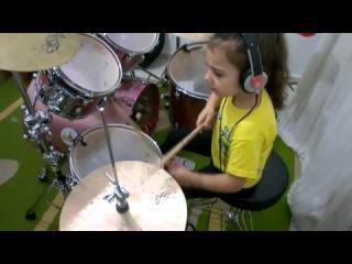 5-летняя барабанщица (SOAD - Toxicity)