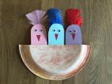 Весенняя поделка с милыми птенцами в гнезде из бумаги и одноразовой тарелки