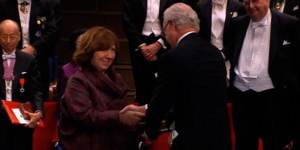 #нобельразам Светлана Алексеевич получила Нобелевскую премию