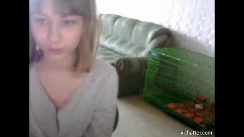 Девушка случайно засветила грудь в видеочате. Хотела показать, развод