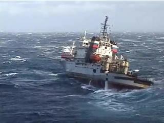 Буксир-спасатель «Николай Чикер» в шестибалльный шторм берёт на буксир  ТАВКР «Адмирал Кузнецов»