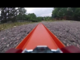 Игрушечная машинка с прикреплённой к ней экшн-камерой GoPro