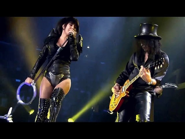 Slash Ft. Fergie - Beautiful Dangerous LIVE (Official Music Video)