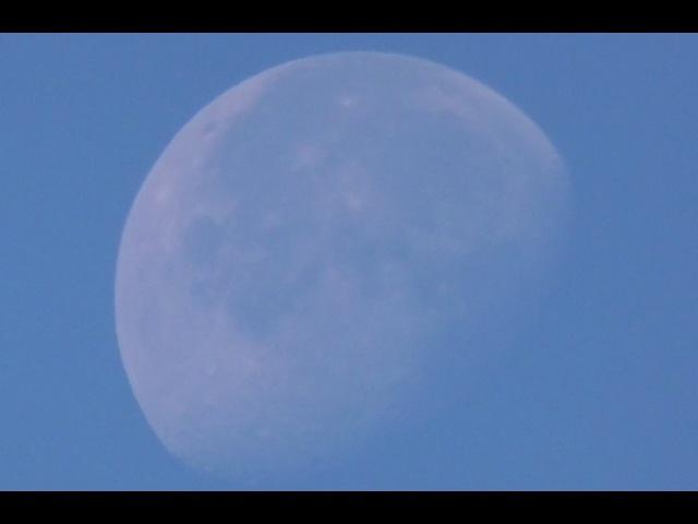 Луна днём. Зум на луну. Panasonic HC-V270 90x - 3000x Super Zoom