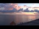 Традиция провожать солнце на закате. Пляж Лазаревское взморье в Лазаревском. Июль 2016