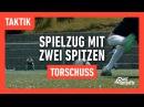 Fussballtraining Spielzug mit zwei Spitzen Torschuss Taktik