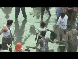 The cleaning of Radha Kund - Extended edition_HIGH