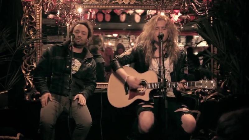 Archie (Santa Cruz) feat Vince Boncamper - Hole Hearted (Extreme Cover) [Live @Bar Bäkkäri] (online-video-cutter.com)