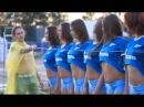 Спортивные девушки в мокрых футболках