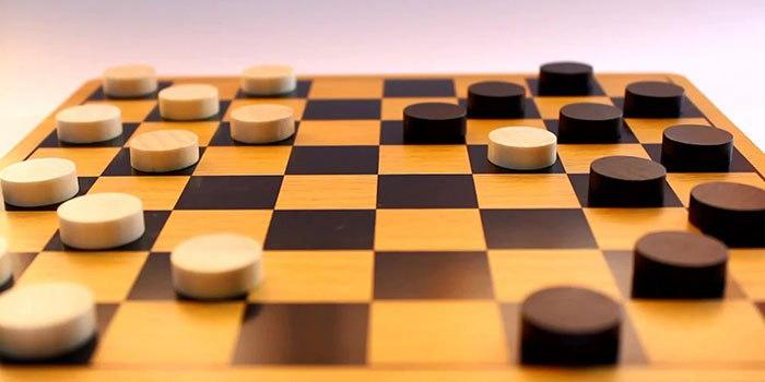 Стратегия прям как в шашках - подстрахуй первого...