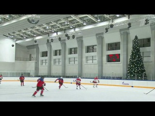Владимир Путин провел в Сочи встречу с участниками Ночной хоккейной лиги и сам вышел на лёд - Первый канал