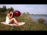 BALLOON GIRL PLAY DELDO WITH LOONER ON A BEACH
